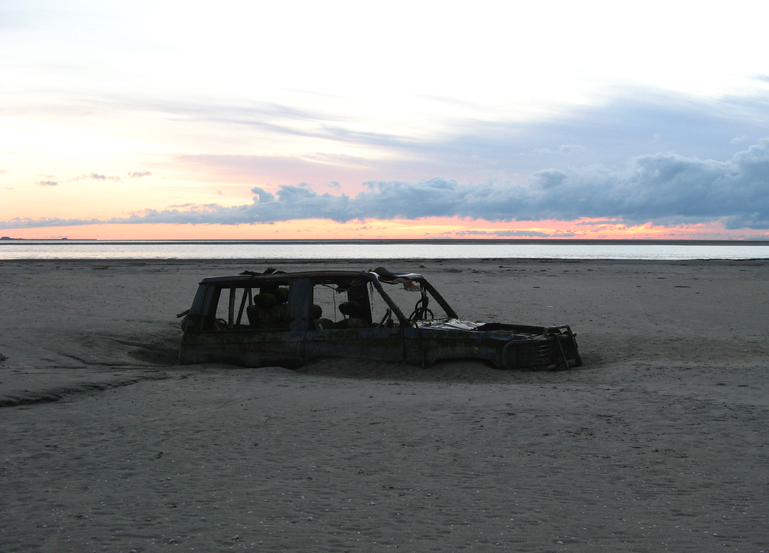 Morecambe_Bay_abandoned_car