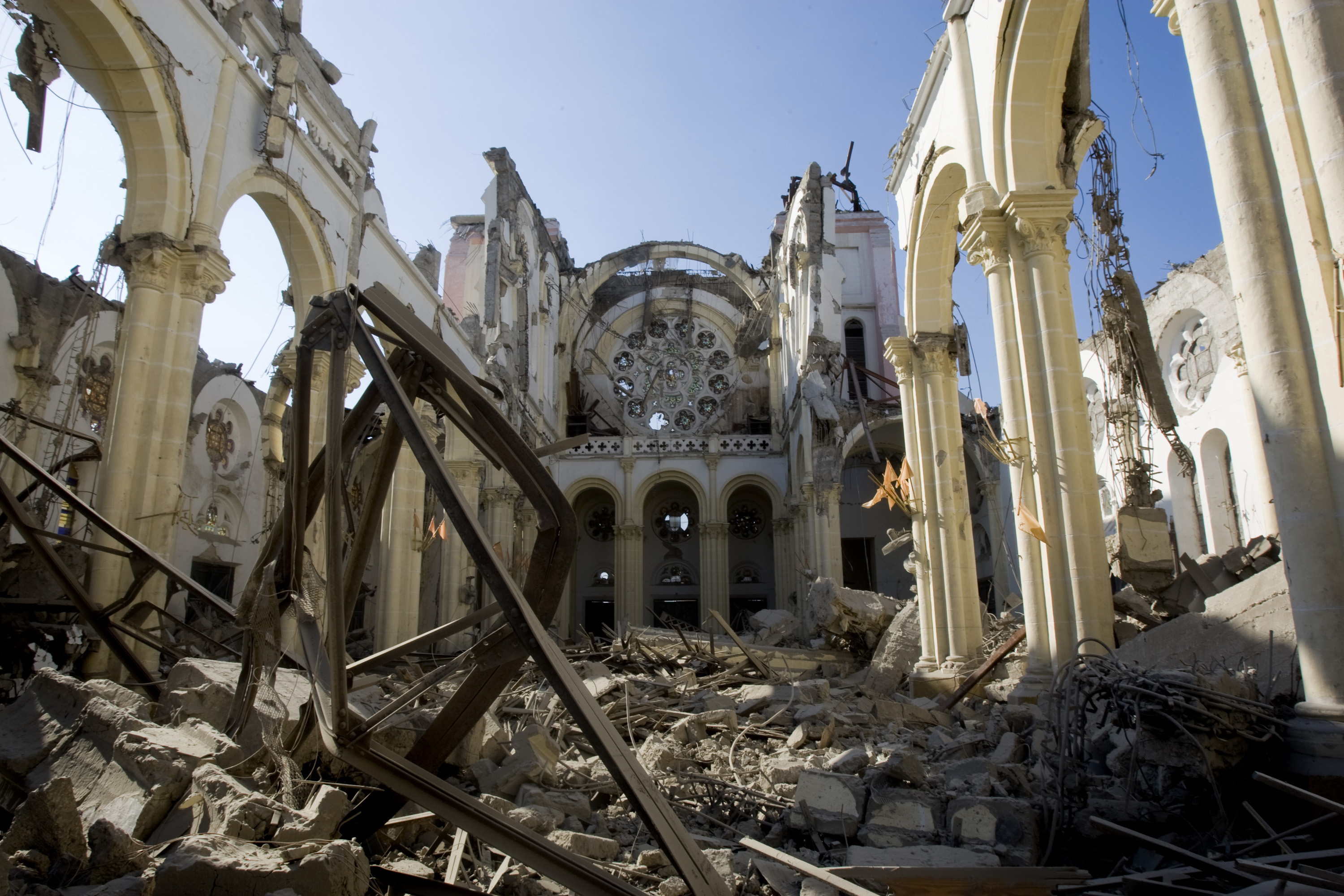 Rubbles_of_the_cathedral_after_the_earthquake_that_hit_the_Capital_Port_au_Prince_just_before_5_pm_on_12_January_2010
